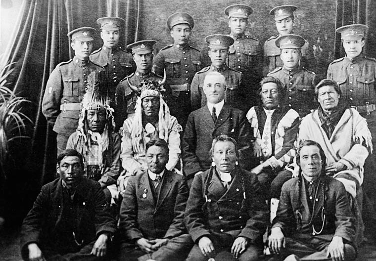 Aboriginal soldiers of the Canadian Expeditionary Force (CEF) along with elders (1916-17).